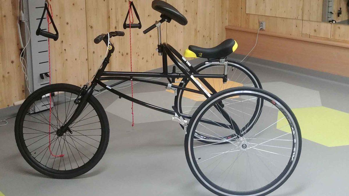 Trzykołowe, podobne do roweru urządzenie o nazwie mobiler